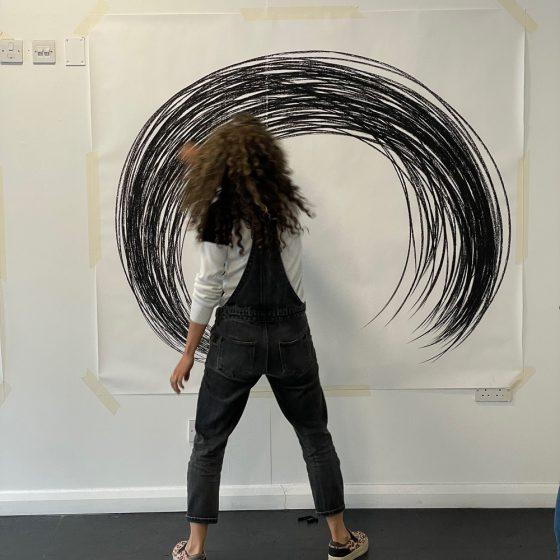Arabel Lebrusan Art. Toxic waves Drawing performance